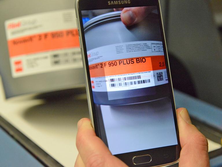 Firma Koenig & Bauer nabízí správu skladu a sledování šarží pomocí chytrého telefonu